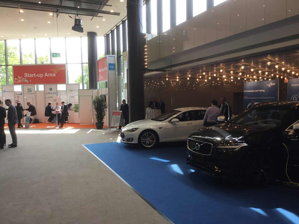 ConCarExpo 2016 - der Eingangsbereich mit der Start-Up-Booth